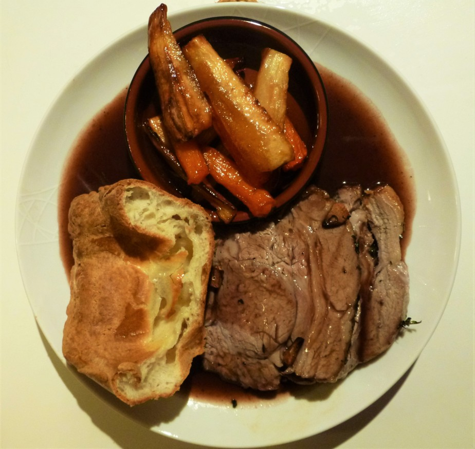 ... Gravy, Yorkshire Pudding and Honey Roasted Parsnips and Carrots Recipe